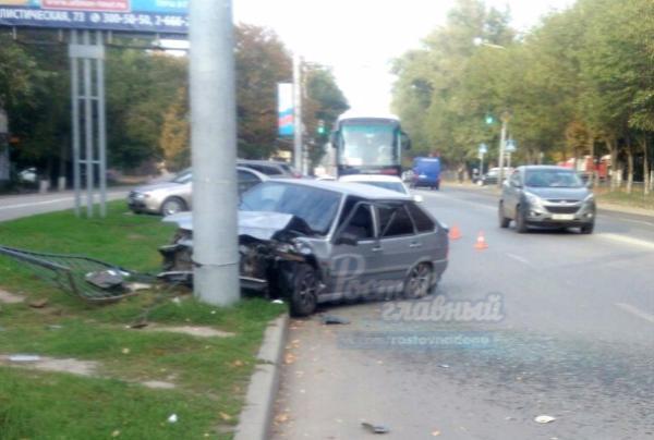 ВРостове нетрезвый шофёр врезался встолб и исчез сместа трагедии