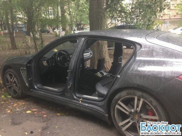 В Ростове неизвестные «раздели» Porsche Panamera, принадлежащий 28-летнему жителю Гуково