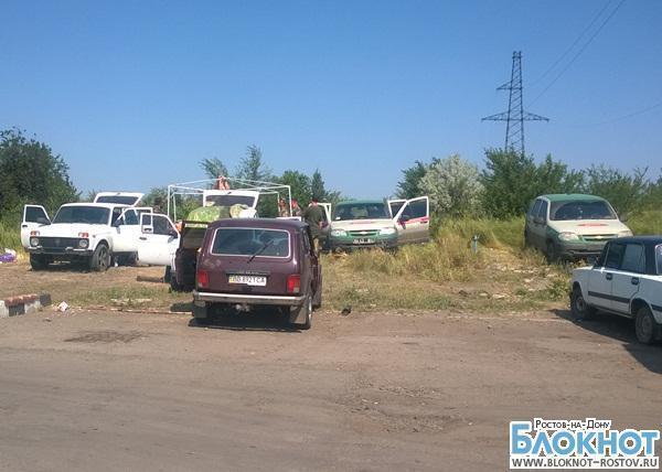 На нейтральной территории между российской и украинской границей продолжают оставаться пограничники Украины