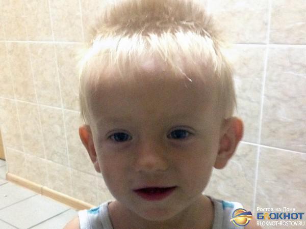 В Ростове разыскивают родителей мальчика, найденного во дворе дома по ул. Профинтерна