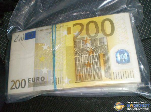 Украинец пытался провезти в Ростовскую область незадекларированные 60 000 долларов