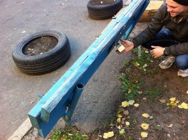 В Ростове-на-Дону появилась «антивандальная» скамейка с замком