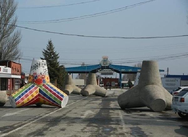 Украина закрыла восемь пунктов пропуска на границе с Ростовской областью