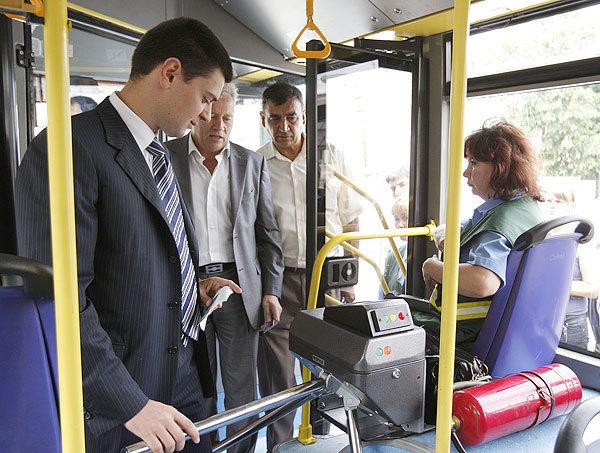 Ростовские чиновники «покатаются» на автобусах по пробкам и отстоят очереди в поликлиниках