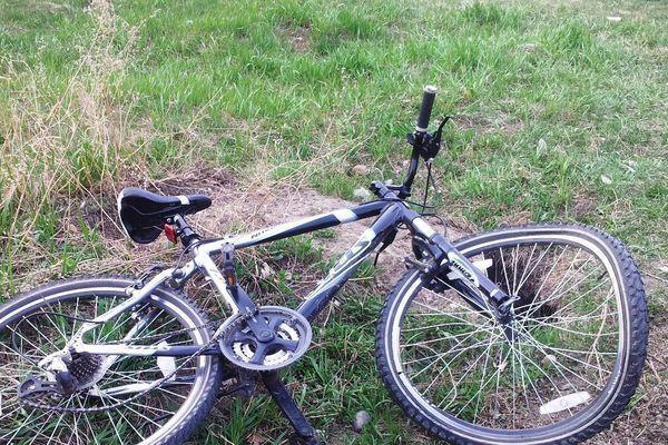 В Ростовской области под колесами машины оказался ребенок на велосипеде