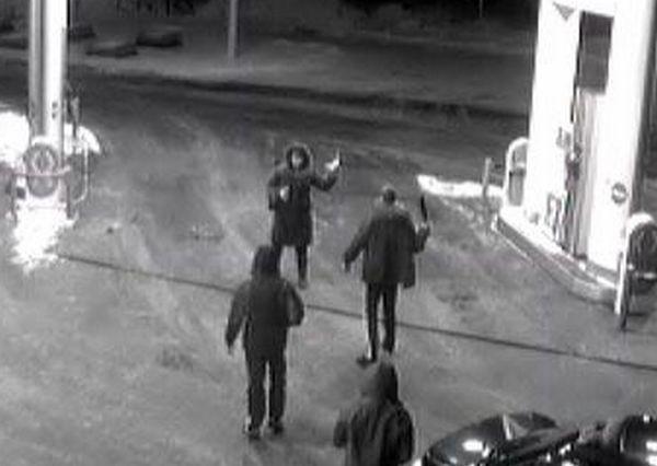 В Ростовской области неизвестные на заправке напали на водителя автобуса и похитили 3 млн