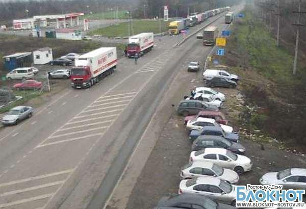 В Украине на границе с Ростовской областью застряли почти 400 грузовиков