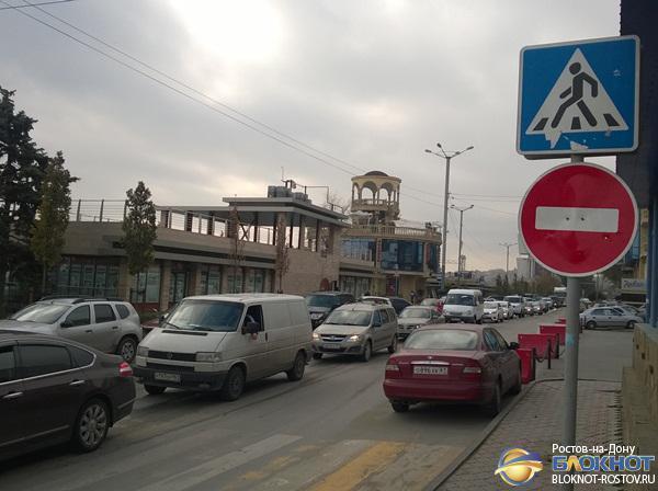 В Ростове из-за дорожных работ на Береговой образовались огромные пробки