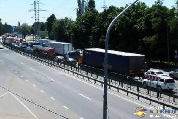 Дорожные работы вновь стали причиной огромной пробки на въезде в Ростов