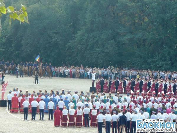В Новочеркасске в поддержку Вознесенского собора казаки установили рекорд России хорового пения. ВИДЕО