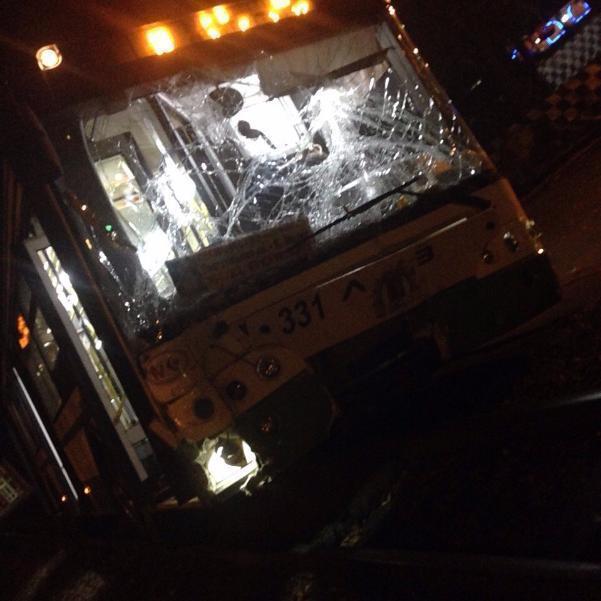 НаСельмаше пассажирский автобус без тормозов вылетел на«встречку»