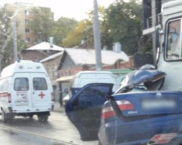 ВРостове вДТП сучастием автобуса умер человек