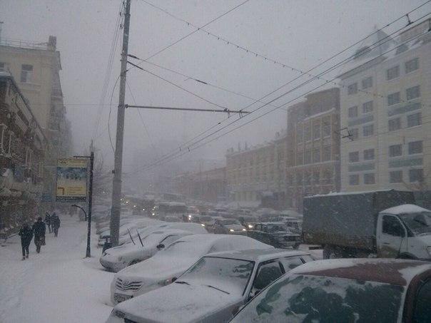 В Ростове-на-Дону снегопад парализовал движение
