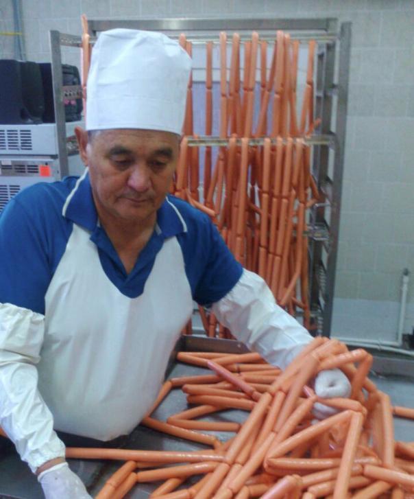 Заключенные начали производить сосиски и маргарин в Ростовской области