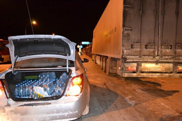Добровольцы из Ростова помогли сотням водителей, оказавшимся в заторах на заснеженных трассах