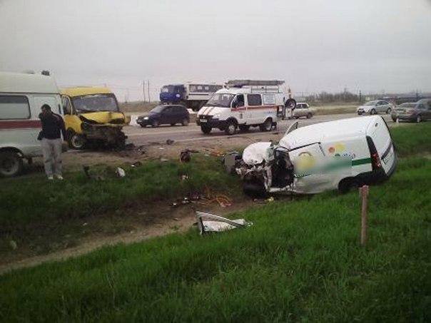 На автотрассе Ростов-Таганрог столкнулись «Лада-Ларгус» и«Газель»