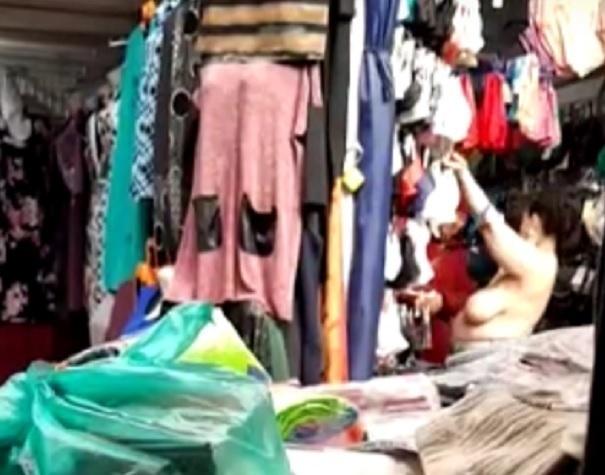Голые «сиськи» дамы попали на видео во время примерки бюстгальтера в Ростов