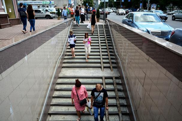 Подземный переход наВорошиловском открылся после двухнедельного ремонта