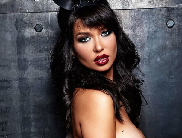 Звезда Playboy из Ростова с «отвращением» оголилась перед 15 мужчинами для эротической фотосессии