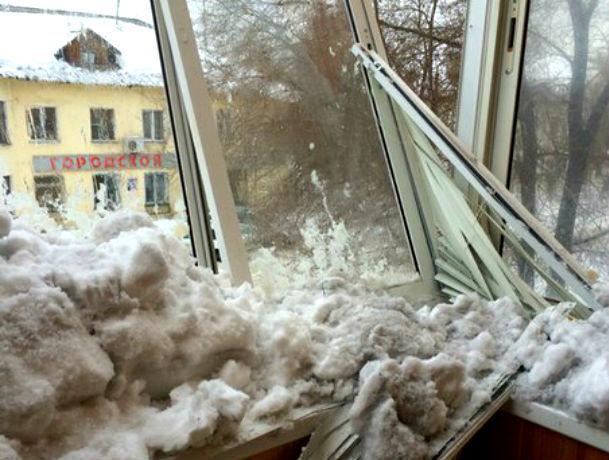 Ураганный ветер и снег заставили ростовчан выскочить на балконы