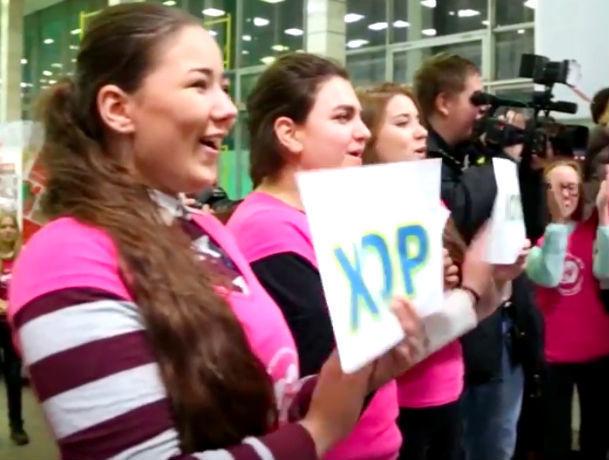 Ваэропорту Ростова студенты ДГТУ споют с«Хором Турецкого»