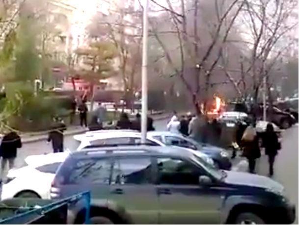 Вцентре Ростова-на-Дону после ДТП сгорела «Ока»