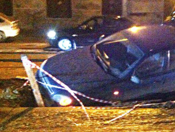 Коварная яма на ростовской улице Закруткина «поглотила» Chevrolet Lanos