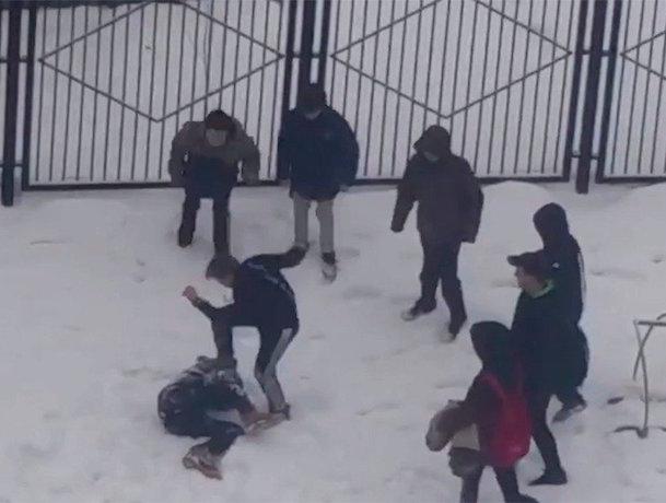 Подростка зверски избили в Ростове-на-Дону, прыгая на его голове