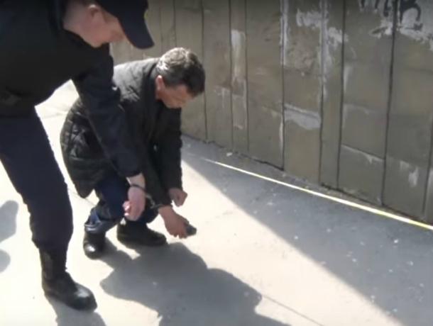 Оставившему фонарик совзрывчаткой ушколы вРостове-на-Дону предъявлено обвинение