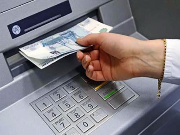Уворонежского пенсионера знакомая украла банковскую карту, обналичив 10 000 руб.