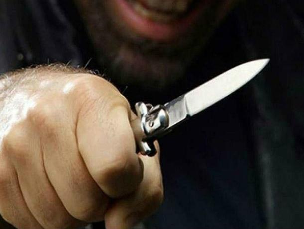 Мужчина порезал руки ножом участковому, приехавшему разбирать бытовой конфликт под Ростовом