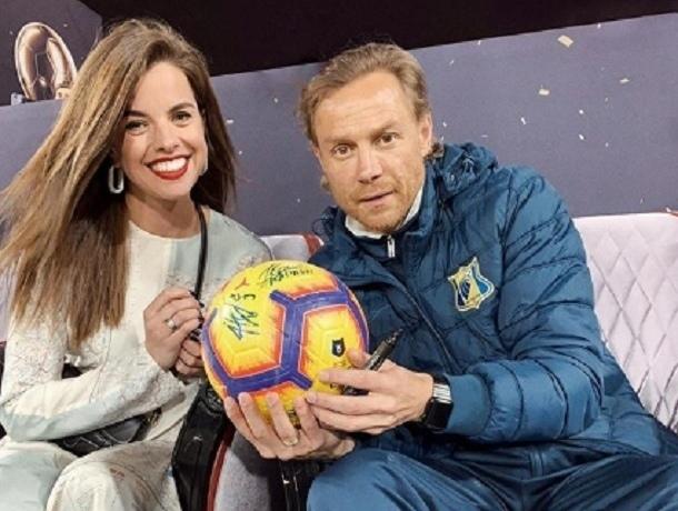 Невестка Василия Голубева продает мяч с автографом тренера ФК «Ростов»