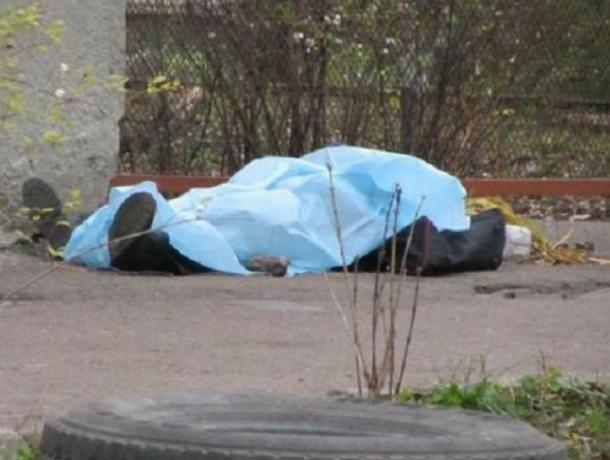 Упавший замертво находу мужчина шокировал жильцов водворе Ростова