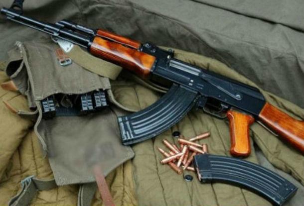 Автомат Калашникова пытался провезти на Украину россиянин через границу в Ростовской области