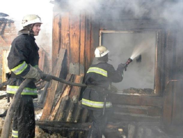 Серьезные ожоги получил мужчина при пожаре в летней кухне Ростовской области