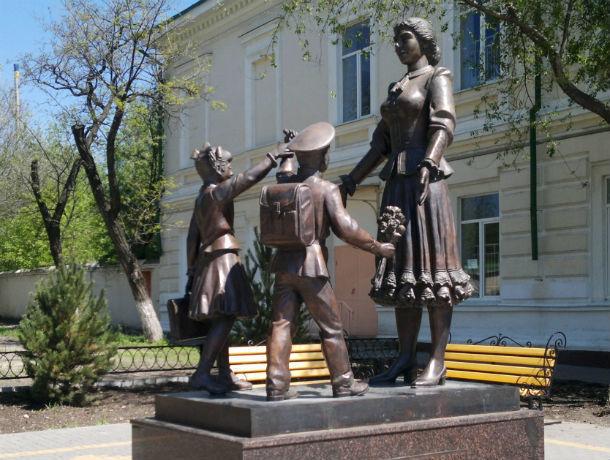 Ростовские единороссы отмыли «Первую учительницу»