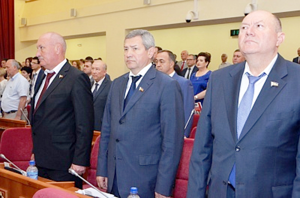 Три депутата Законодательного собрания Ростовской области сложили ссебя полномочия