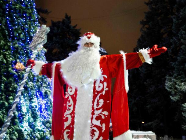 Парад Дедов Морозов: традиционное шествие добрых «волшебников» состоялось в Ростове