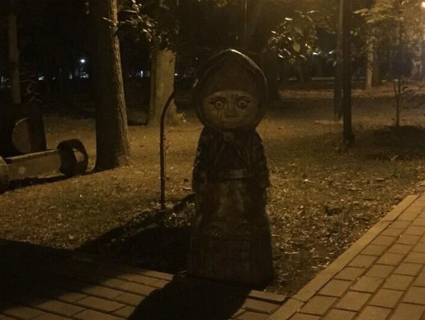 «Страшно, как в сказке»: криповая Машенька из парка Революции нагоняет ужас на жителей Ростова
