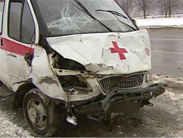 Мужчина попал в ДТП на угнанном у больницы автомобиле скорой помощи в Ростовской области