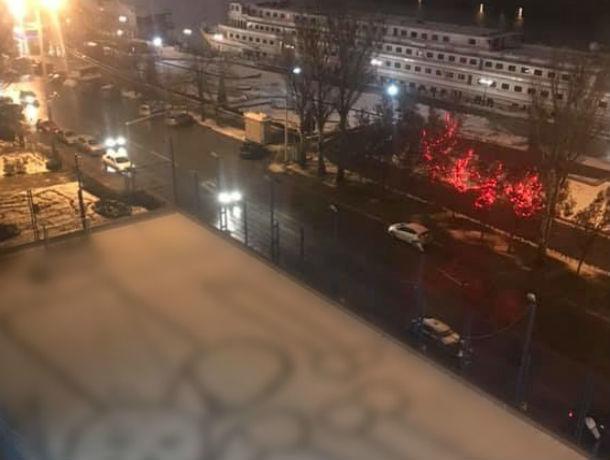 Неизвестные художники украсили пенисами набережную Ростова