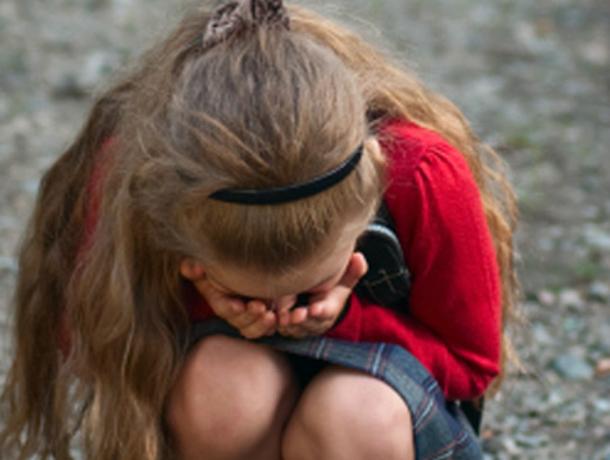 Семейный молодой мужчина увез в лес и изнасиловал 14-летнюю школьницу в Ростовской области