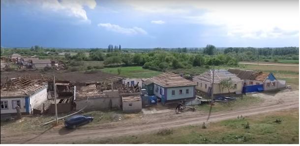 Семьям, пострадавшим от урагана в Белокалитвинском районе, выплатили компенсации в размере 10 тысяч рублей