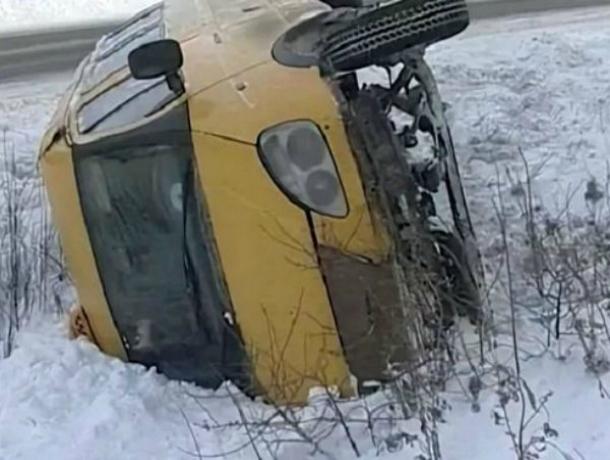 Две женщины пострадали вперевернувшейся маршрутке около Платова вРостове