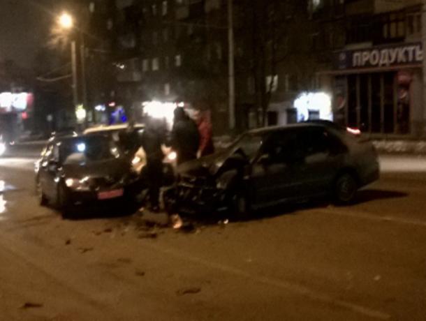 ВРостове ночью вДТП пострадали семь авто