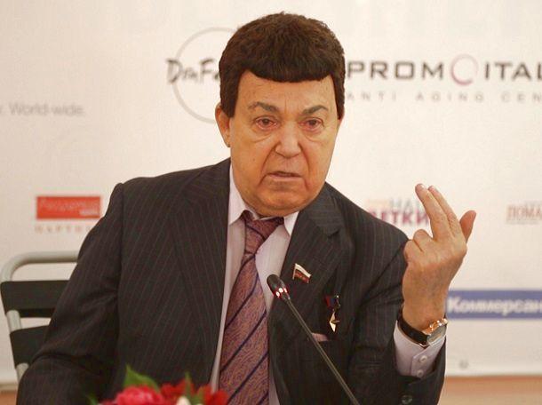 «Бредовую идею» Первого канала послать Самойлову на Украину Кобзон назвал «колоссальной ошибкой»