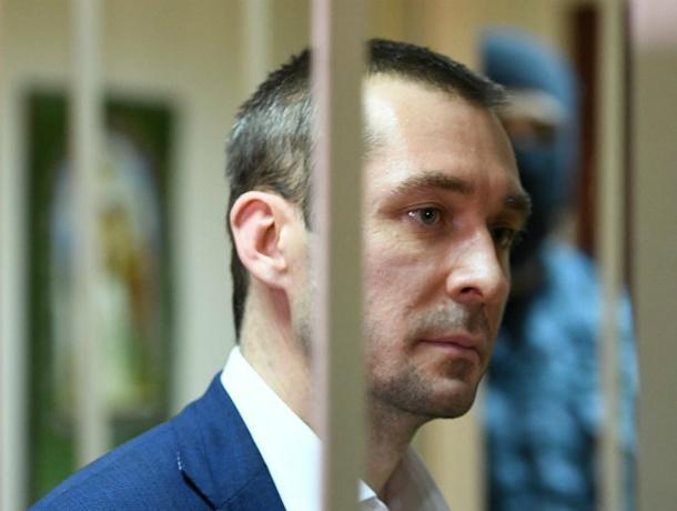 Сестра и мать арестованного полковника-миллиардера Захарченко покинули Россию