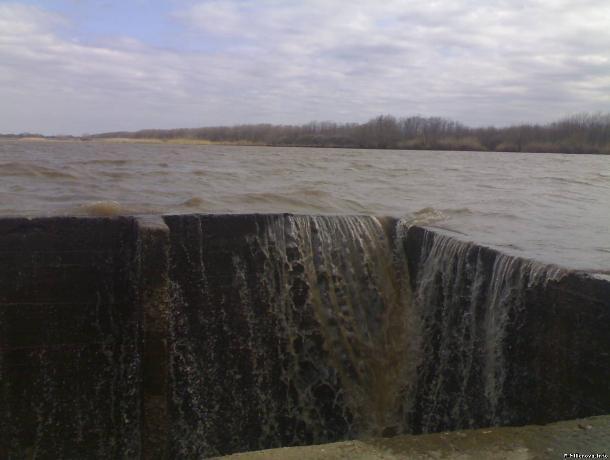 Василий Голубев  дал жителям Востока области денег на питьевую воду