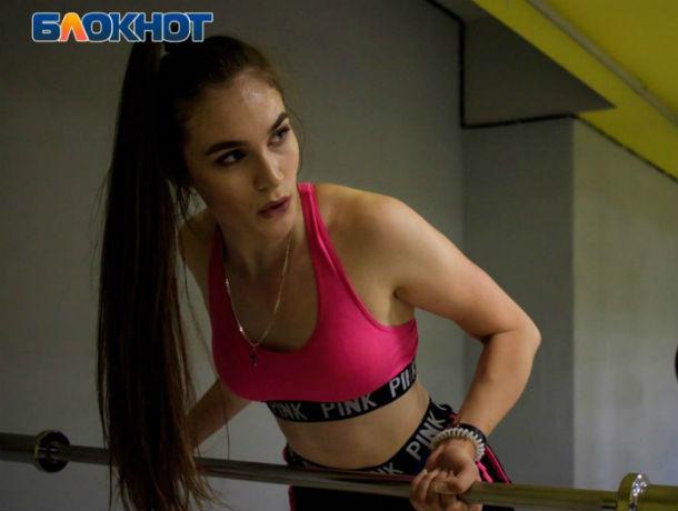 «Хочу тяжелоатлета, ух, сильного»: участница проекта «Мисс Блокнот Ростов-2019» Яна Кандейкина
