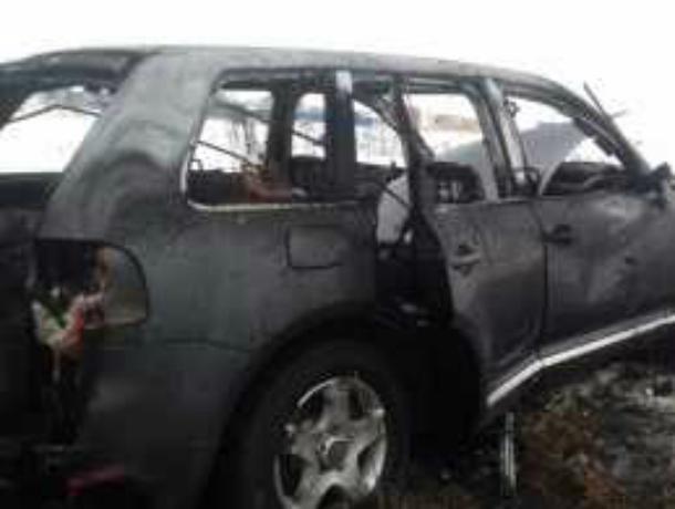 Пироманы сожгли элитный кроссовер на парковке в Ростовской области